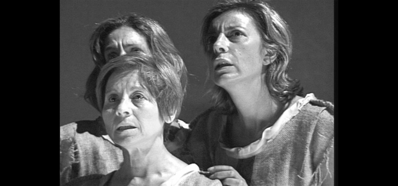 """<p>In occasione dell&rsquo;inaugurazione della mostra<a href=""""http://www.museowow.it/wow/it/giovanna-darco/""""><strong> Giovanna d&rsquo;Arco - una supereroina nella Guerra dei Cent&rsquo;Anni: dalle figurine Liebig al fumetto</strong></a>, si terr&agrave; una <strong>visita guidata alla mostra (ore 17.30)</strong> e a seguire <strong>(ore 18.30)</strong> verr&agrave; allestito all&rsquo;interno del museo lo spettacolo <strong>&quot;OLTRE IL ROGO&rdquo;</strong>, una performance teatrale diretta da <strong>Roberto Cajafa</strong> e realizzata dall&rsquo;<strong>Associazione Tangiro</strong>, dedicata alla nascita della Santa Inquisizione, l&rsquo;organismo di controllo religioso nato in Linguadoca per combattere l&rsquo;eresia. La rappresentazione inizia il 21 luglio del 1209, con la prima delle tre crociate contro gli Albigesi a Bezi&egrave;r.&nbsp;Vedremo come veniva organizzata la macchina inquisitoriale, quali tecniche erano usate per stanare gli eretici e le ripercussioni che aveva nelle societ&agrave; la &ldquo;strategia della paura&rdquo; sostenuta dalla Santa Inquisizione, fino alla conclusione che ci racconta del <strong>rogo di Giovanna</strong>.</p>"""